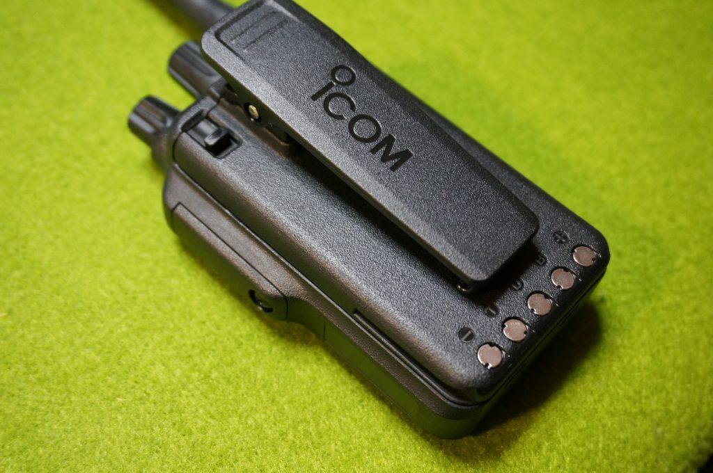 アイコムIC-DPR7BTのバッテリーとベルトクリップ